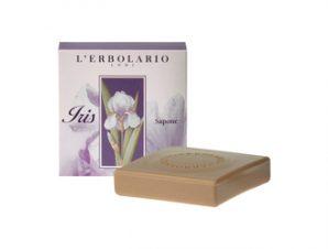 L'Erbolario Iris Sacchetto Profumato 100g – Αρωματικό Σαπούνι ,ένα μοναδικό άρωμα πούδρας με αρωματικές νότες: Ίριδα, Ylang Ylang, Tobacco, Βανίλια